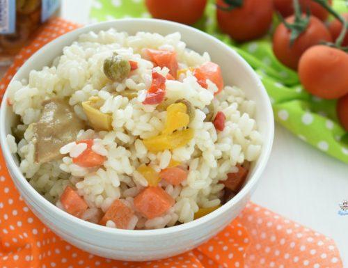Insalata di riso classica con condiriso