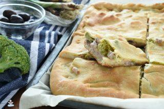 Ricetta scacciata siciliana con broccoli e salsiccia
