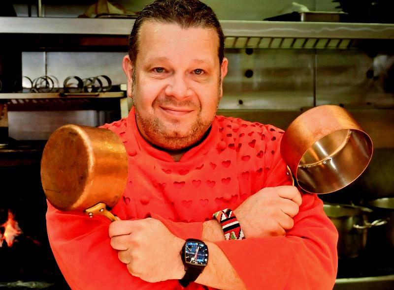 Alberto Chicote, famoso chef spagnolo e presentatore di Pesadilla en la Cocina, la cucina fusion e il suo nuovo ristorante Yakitoro a Madrid.