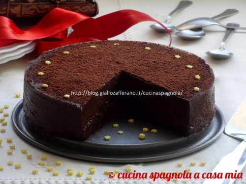 TORTA CREMOSA AL CIOCCOLATO E GRANELLA DI NOCCIOLE