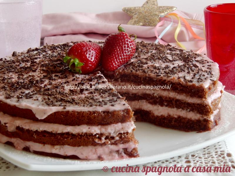 Ricetta torta con crema e fragole