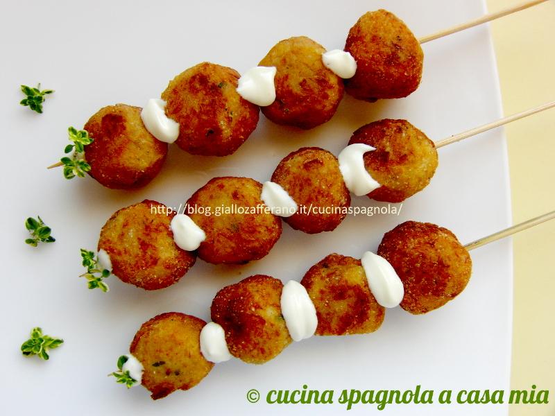 Très Crocchette di pesce e patate con salsa alioli (tapas) IB38
