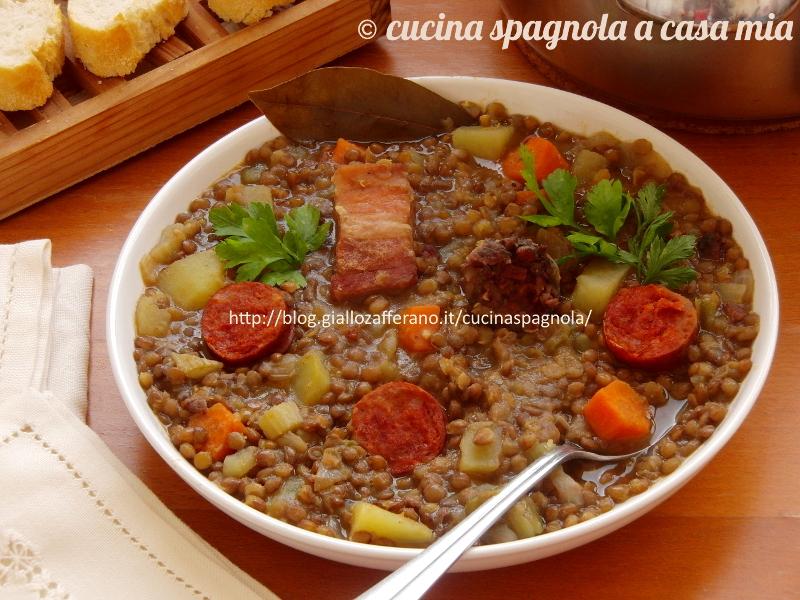 zuppa di lenticchie spagnola o lentejas con chorizo
