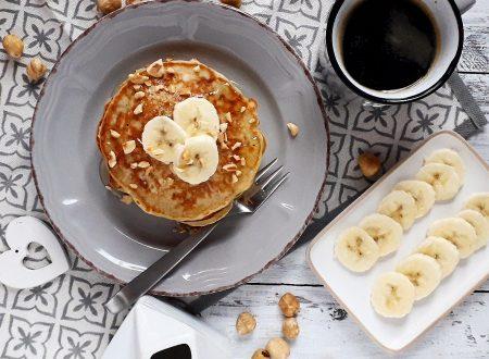 Pancakes alla banana e nocciole