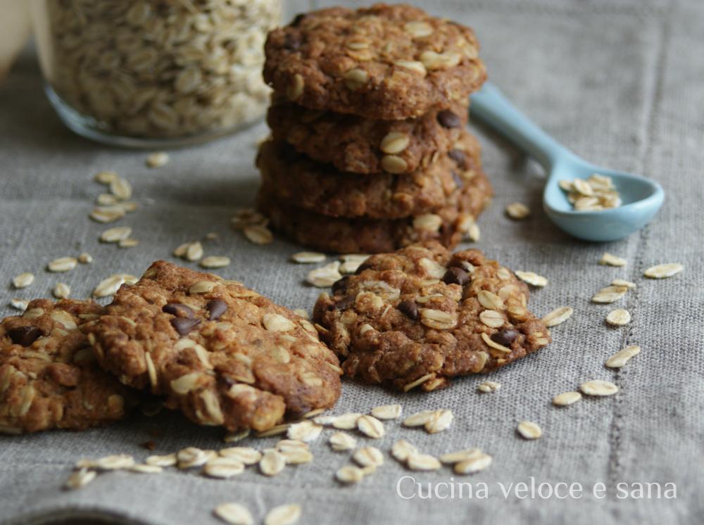 Biscotti ai fiocchi d'avena e cioccolato   Cucina veloce e sana