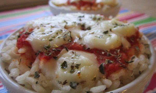 Pizzette di riso con pomodoro e mozzarella