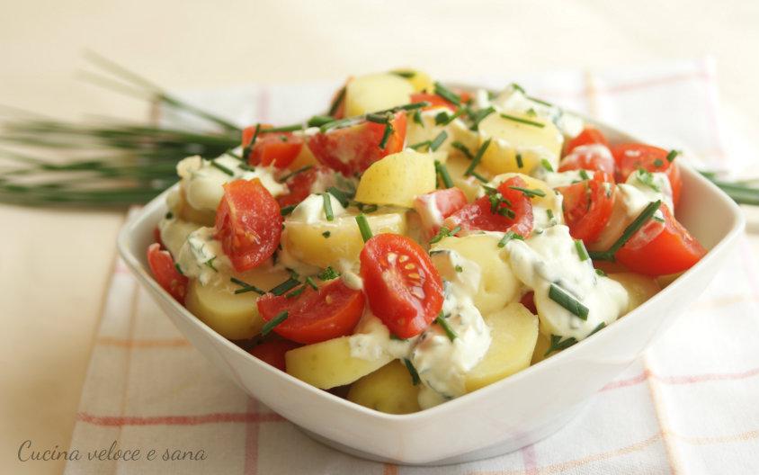 Insalata di patate novelle e pomodori con salsa allo for Cucinare yogurt greco