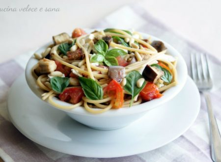 Spaghetti alle melanzane, pomodori e pinoli