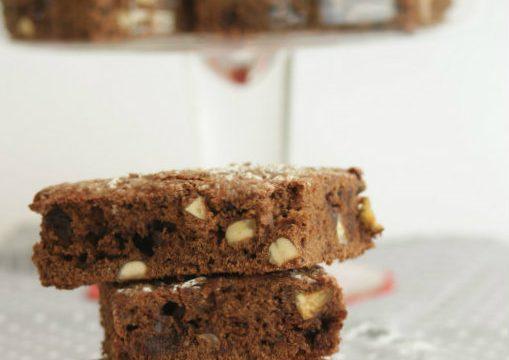 Brownies alle barbabietole, cioccolato e nocciole