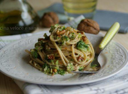 Spaghetti integrali ai broccoli e noci
