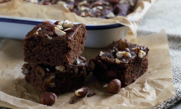 Brownies con avocado e nocciole