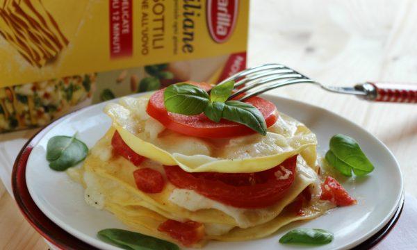 Lasagne con mozzarella, pomodoro e basilico