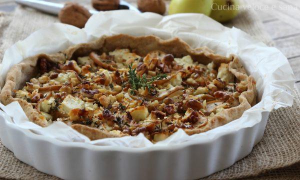 Torta salata con pere, noci e feta