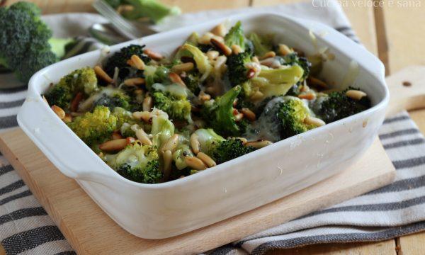 Broccolo gratinato con formaggio e pinoli