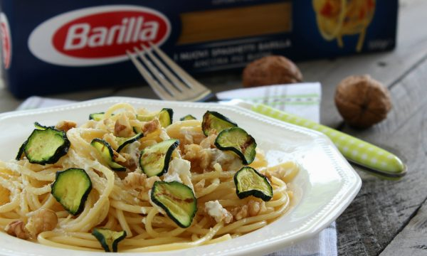 Spaghetti alle zucchine, ricotta e noci