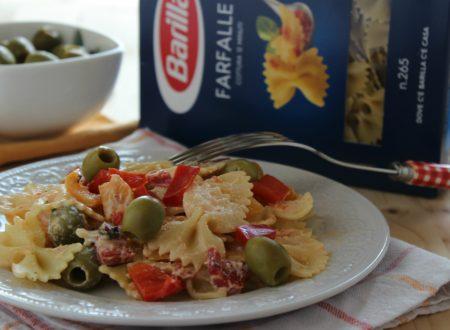 Farfalle alla ricotta, peperoni e olive