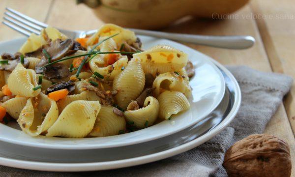 Pasta alla zucca, funghi e noci