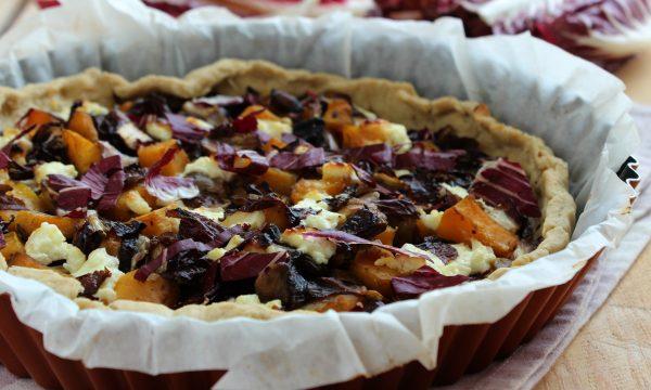 Torta salata al radicchio, zucca e funghi