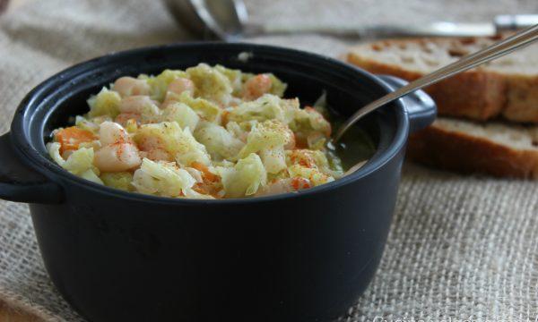 Zuppa di verza e fagioli con paprika