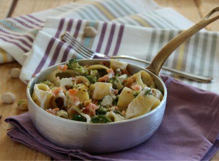Calamarata con broccoli, salmone e pistacchi