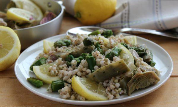 Grano saraceno con carciofi, asparagi e limone