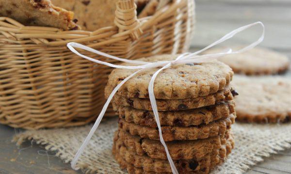 Biscotti ai cinque cereali e fave di cacao