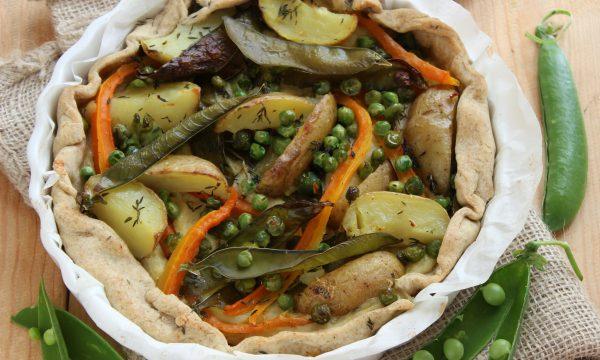 Torta salata con piselli e bacelli