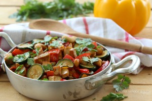 Tofu con verdure e anacardi