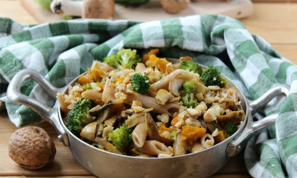 Pasta integrale ai broccoli, zucca e funghi