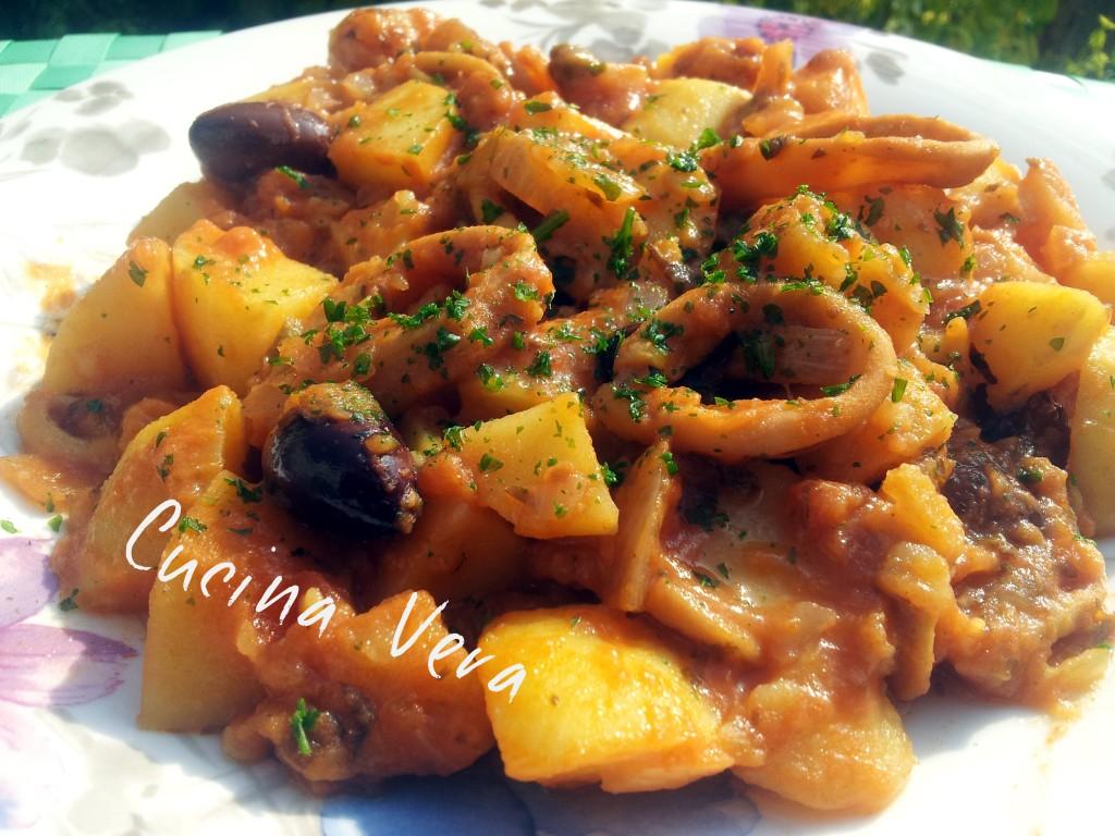 Seppie in umido con patate e olive for Cucinare seppie