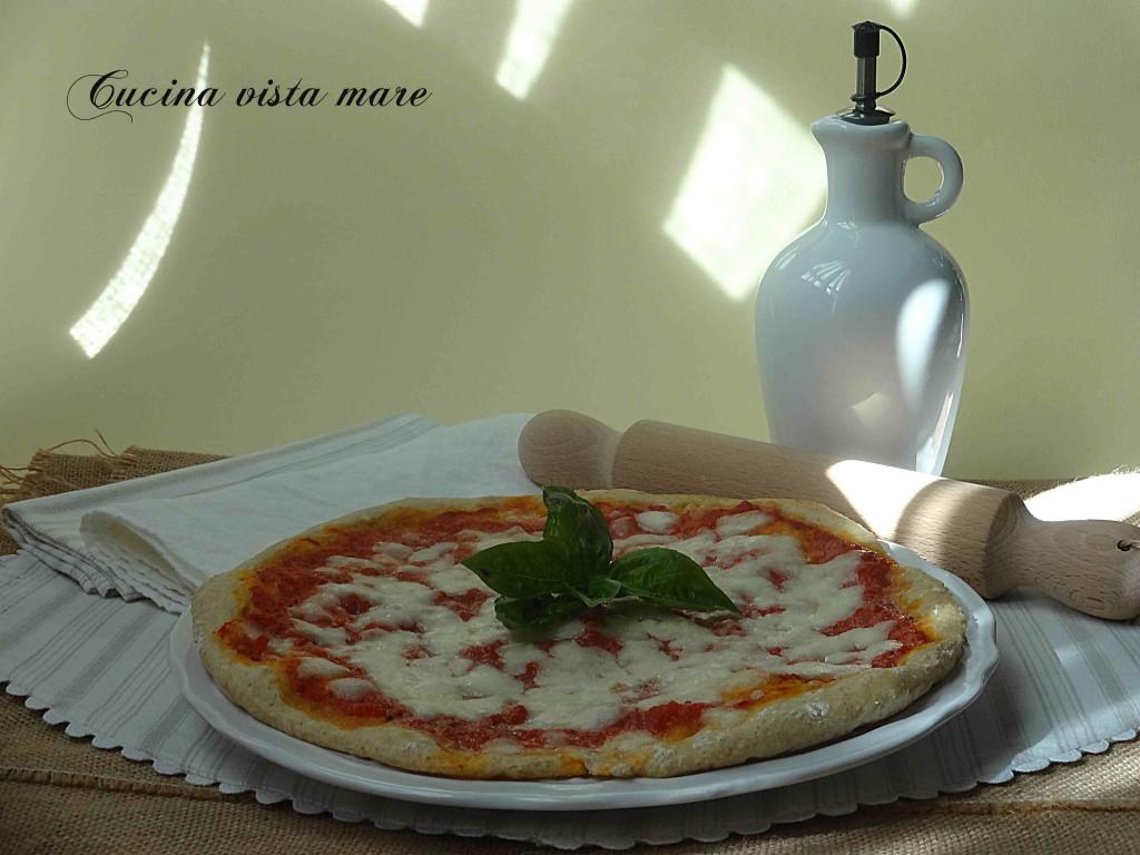 Pizza margherita Cucina vista mare