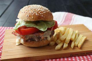 Hamburger e patatine Cucina vista mare