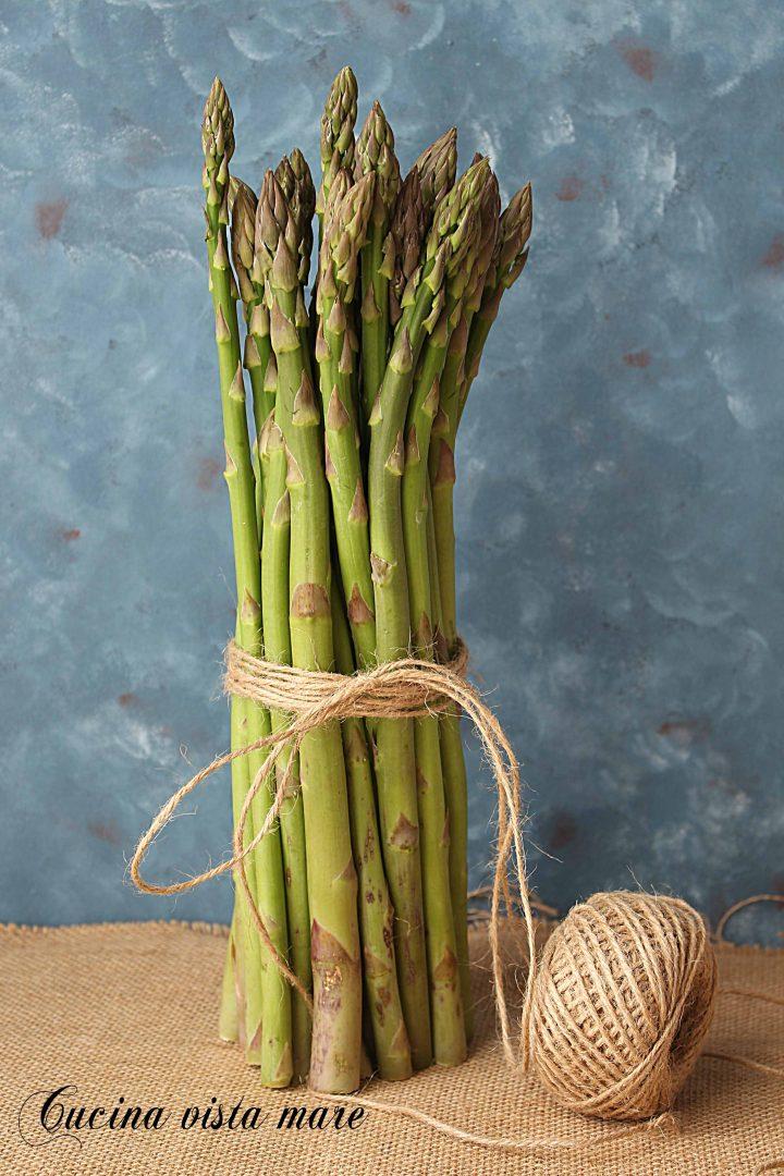 Pulire gli asparagi Cucina vista mare