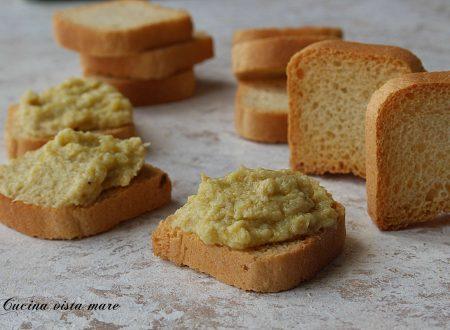 Crostini alla crema di carciofi