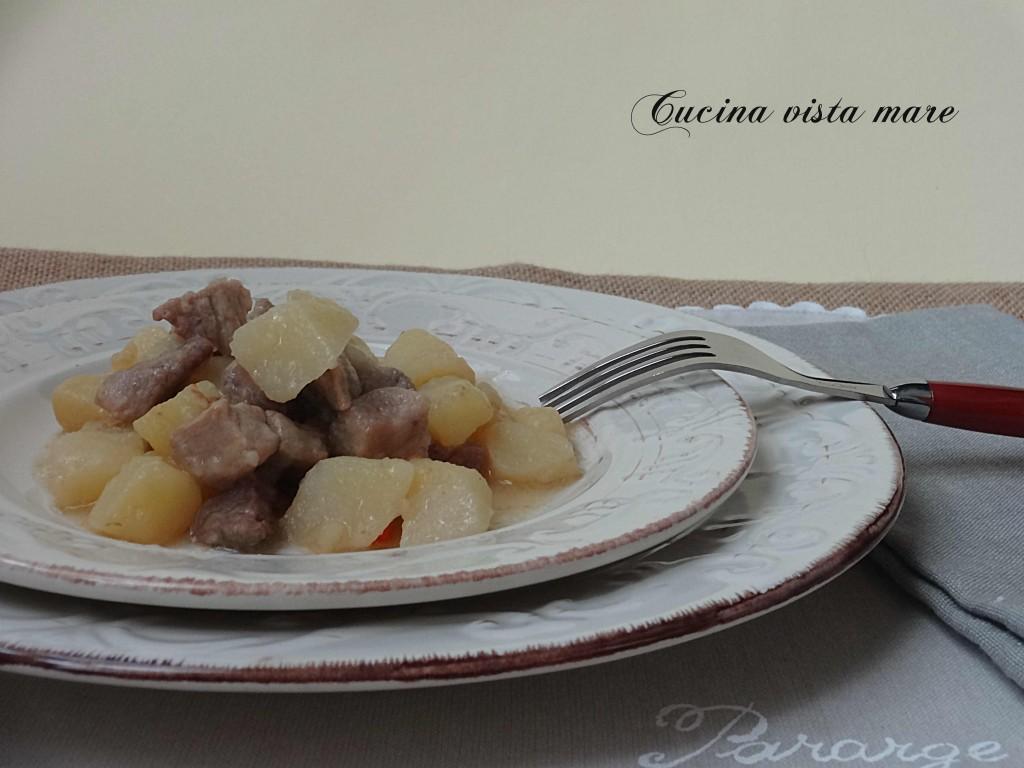 Spezzatino di maiale con patate Cucina vista mare