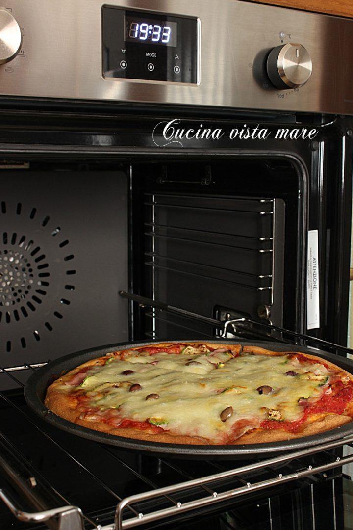 la cottura in forno di pane e pizza