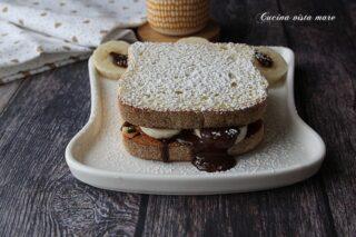 Toast dolce banana e cioccolato Cucina vista mare