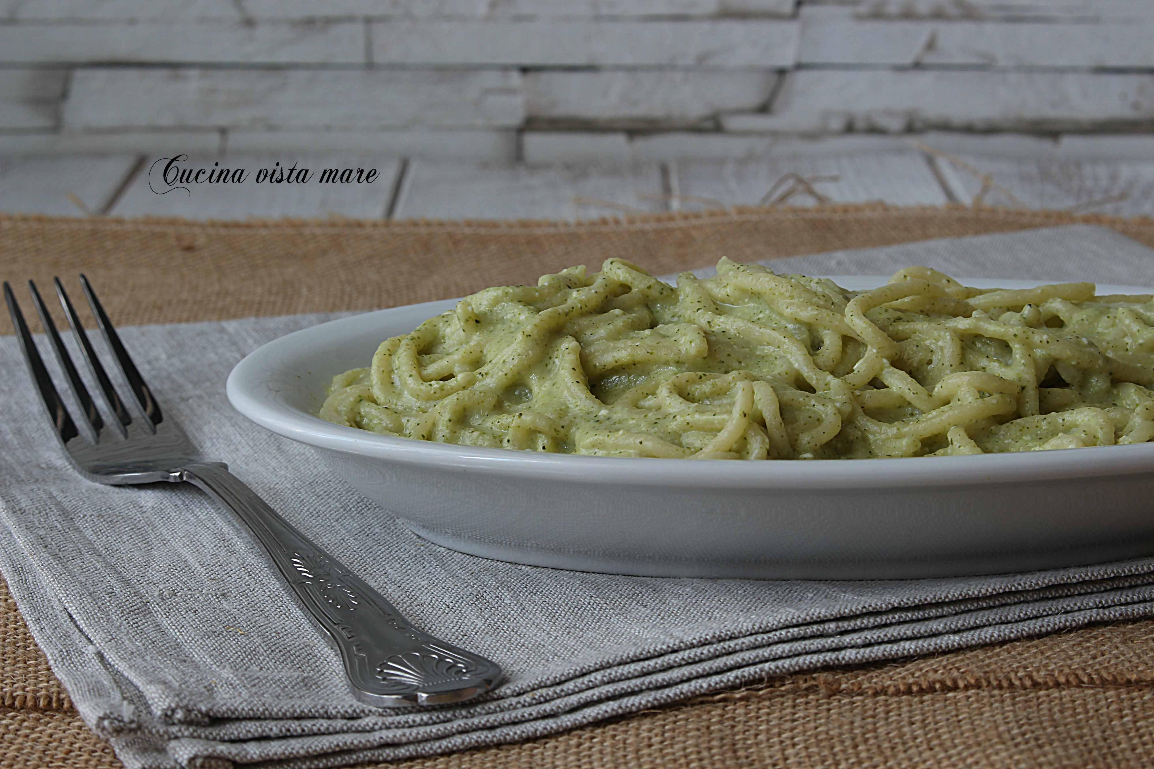 Pasta al pesto di broccoli Cucina vista mare