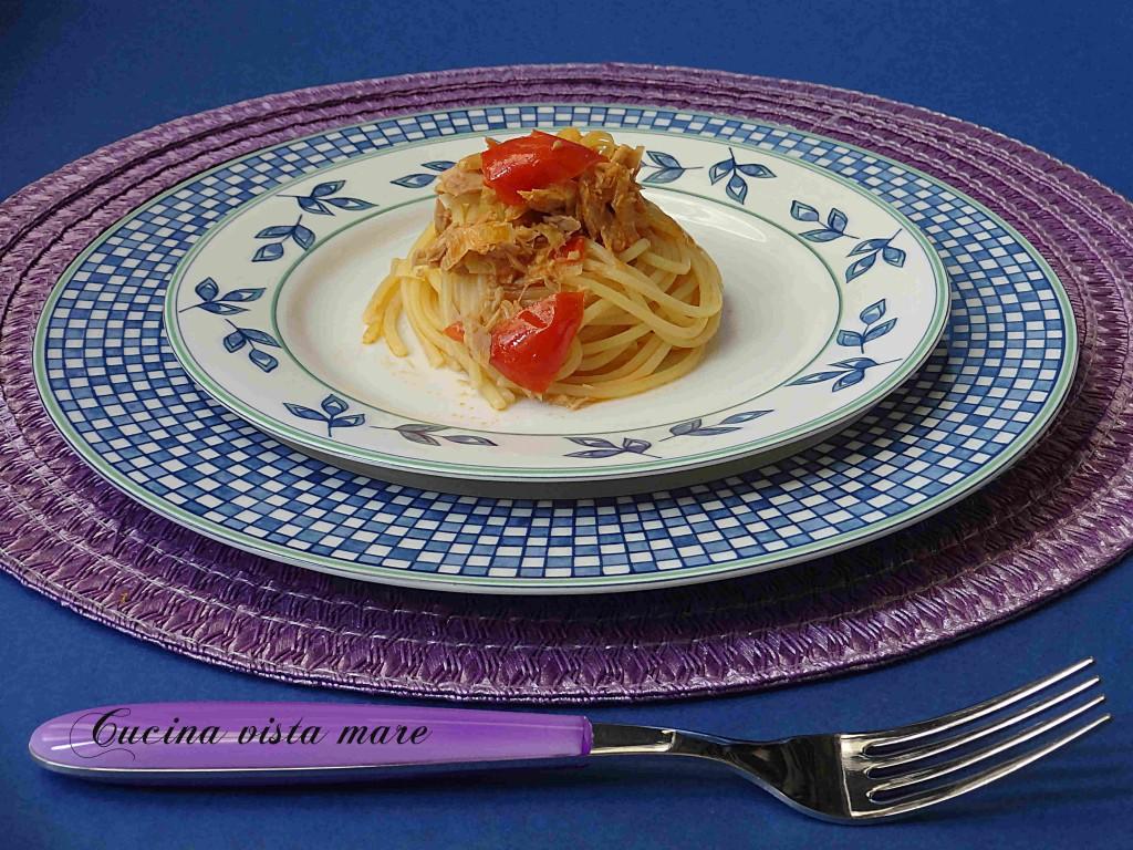 Pasta tonno e pomodorini Cucina vista mare