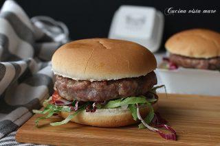 Hamburger di salsiccia Cucina vista mare