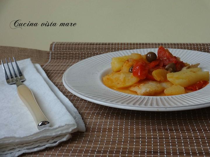 Filetti di pesce con patate e pomodorini Cucina vista mare