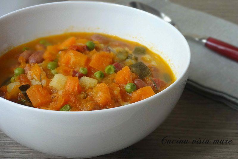 Zuppa di verdure e legumi
