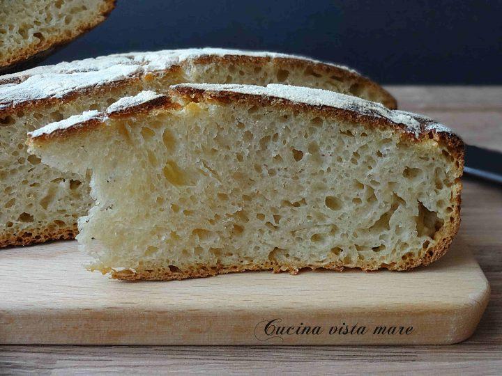 Pane senza impasto con pasta madre Cucina vista mare