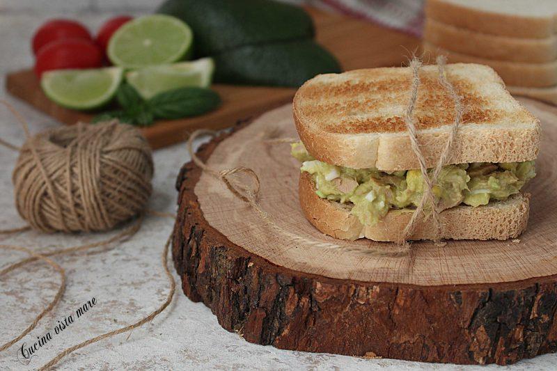 Toast con crema di avocado