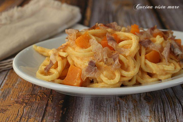Spaghetti alla chitarra con zucca e guanciale Cucina vista mare