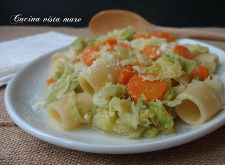 Pasta con cavolo verza e carote
