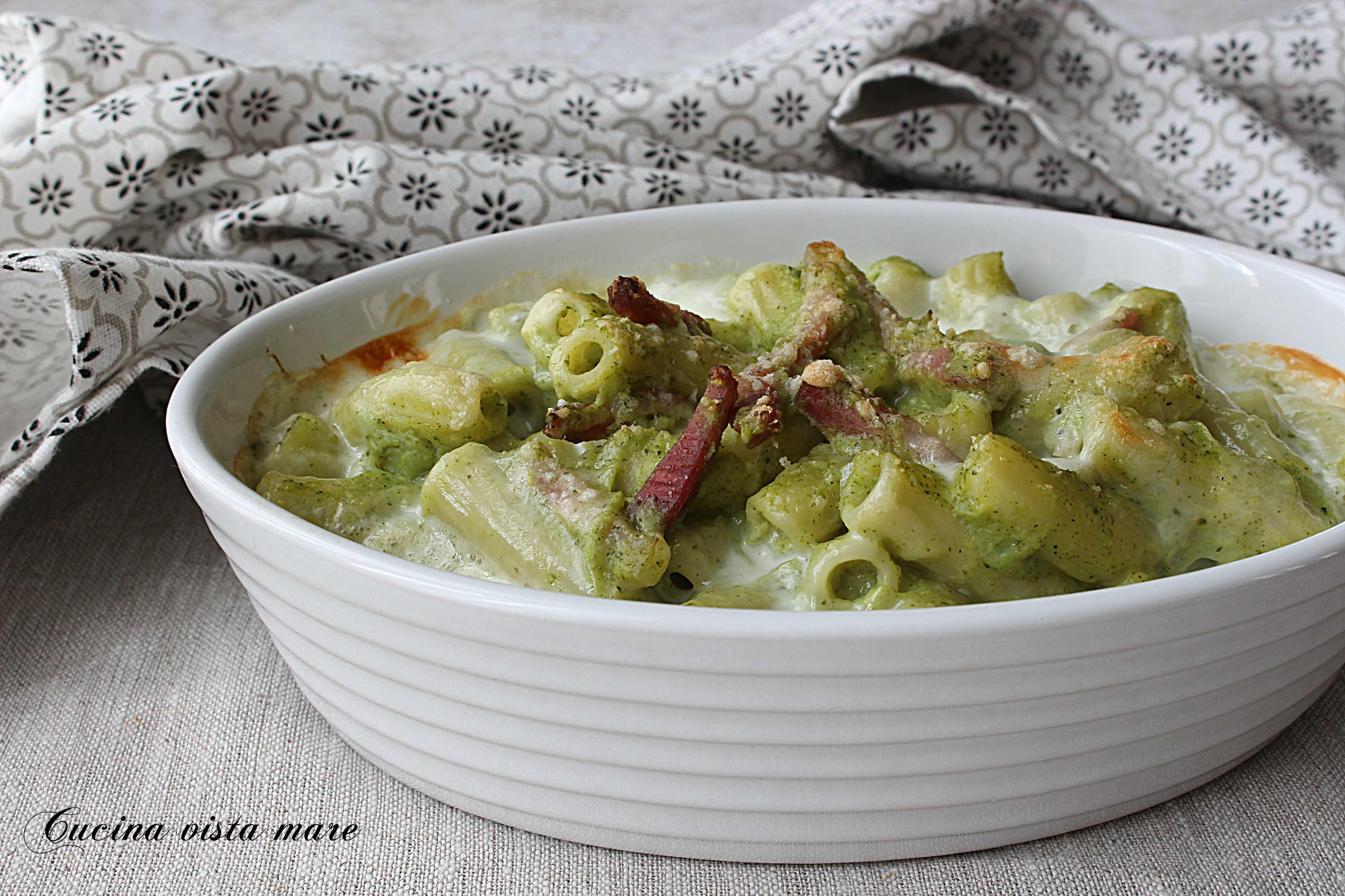 Pasta al forno con crema di broccoli Cucina vista mare
