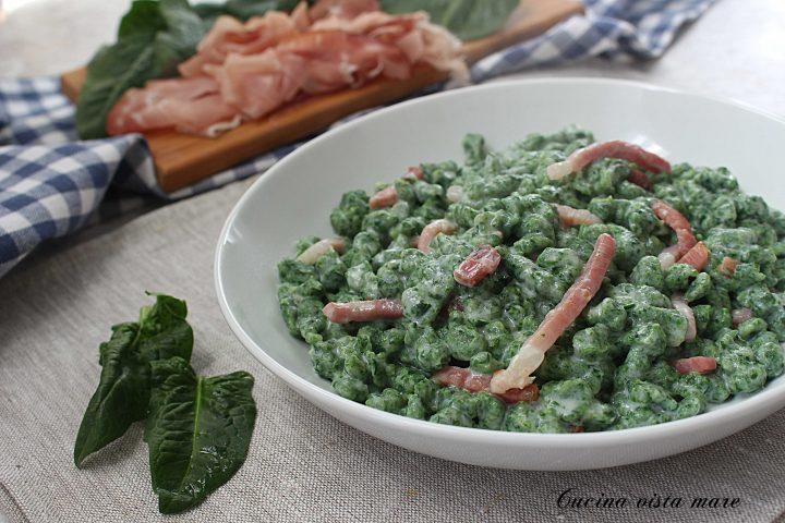 Spatzle agli spinaci con speck e panna Cucina vista mare