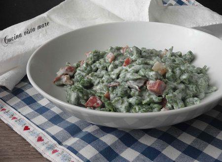 Spatzle agli spinaci con speck e panna