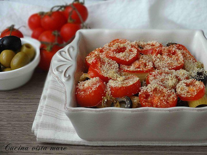 Pasta al forno con olive e pomodorini Cucina vista mare